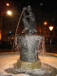 Chelsea_sloane_square_fountain_1